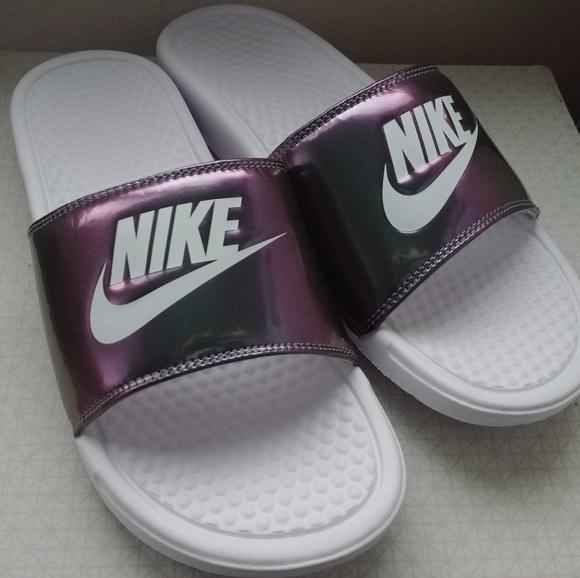 Nike Womens Bennasi Metallic Slides